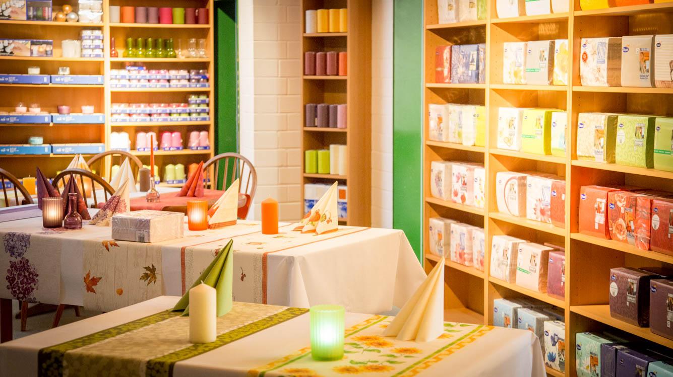 Tischdekoration im Ladengeschäft von Fa. Max Kleinert